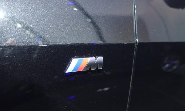 โลโก้ด้านข้าง BMW X7 M50d