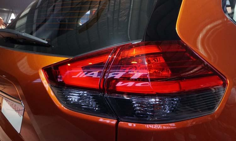 ไฟท้าย Nissan X-Trail