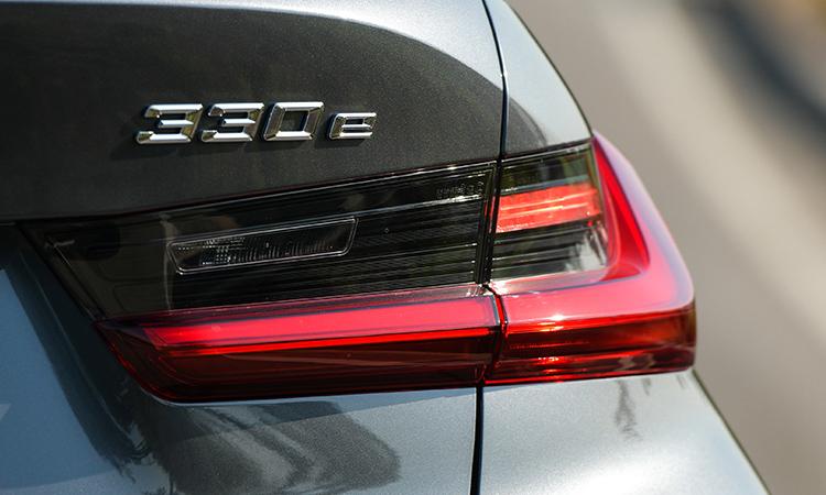 ไฟท้าย BMW 330e M Sport (Plug-in Hybrid)