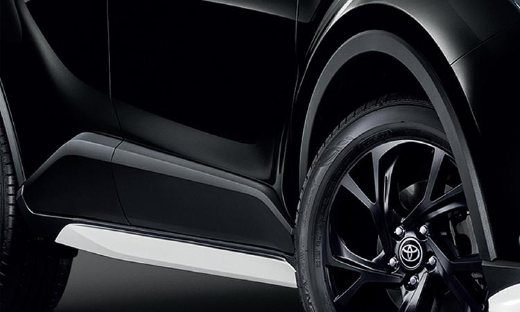 บันไดข้าง Toyota C-HR KARL LAGERFELD Hybrid High