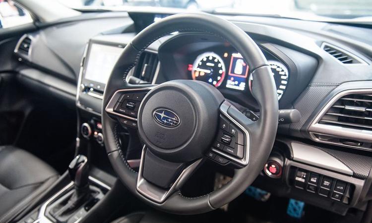 พวงมาลัย Subaru Forester STI