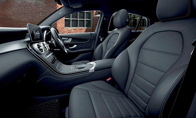 ดีไซน์เบาะคู่หน้า Mercedes-Benz GLC 300e Coupe'