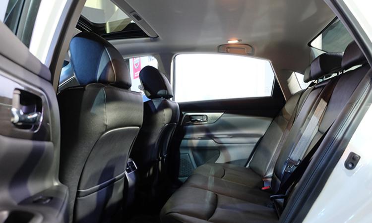 ที่นั่งด้านหลัง Nissan Teana Minorchange