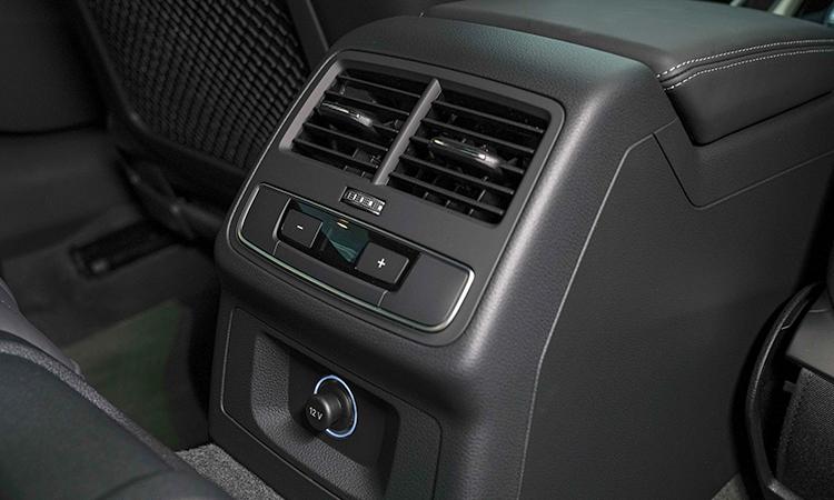 ช่องแอร์ด้านหลัง Audi A5 Coupé