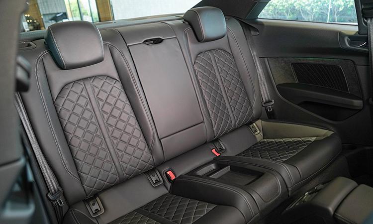 เบาะหลัง Audi A5 Coupé