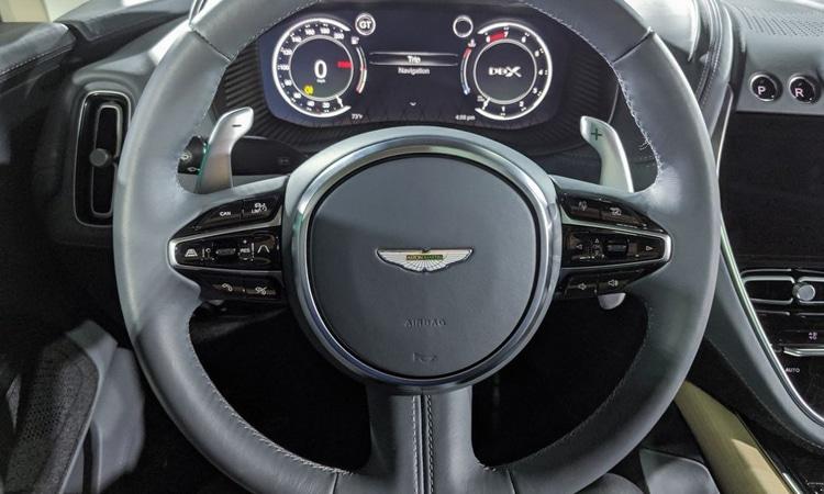 พวงมาลัย Aston Martin DBX