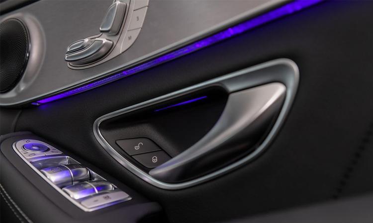 แผงประตู Mercedes-Benz C 300 e AMG Sport