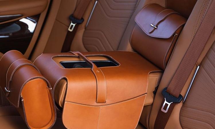 การออกแบบด้วยหนัง Aston Martin DBX
