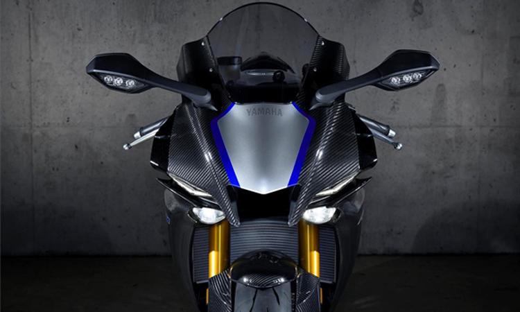 ด้านหน้า Yamaha YZF-R1M
