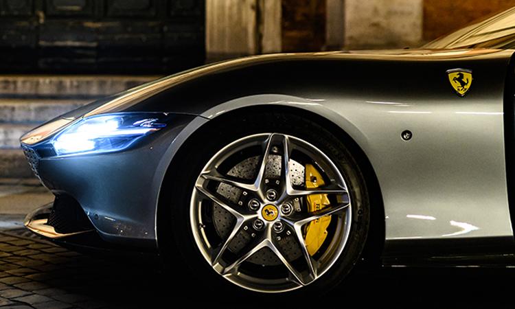 ดีไซน์ไฟ Ferrari Roma