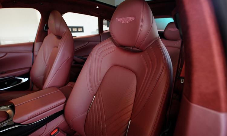 เบาะคู่หน้า Aston Martin DBX