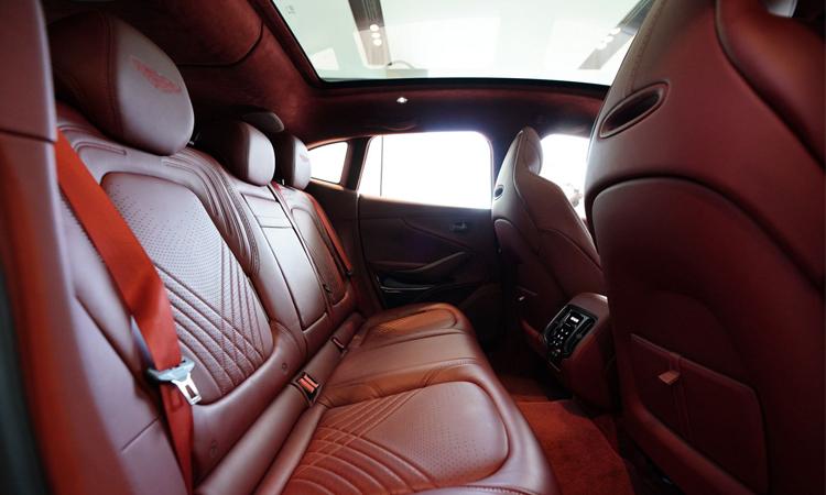 เบาะหลัง Aston Martin DBX