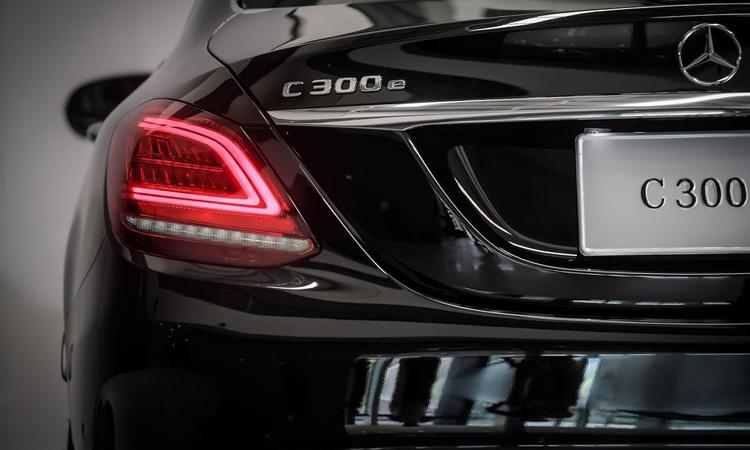 ท้าย Mercedes-Benz C 300 e AMG Sport