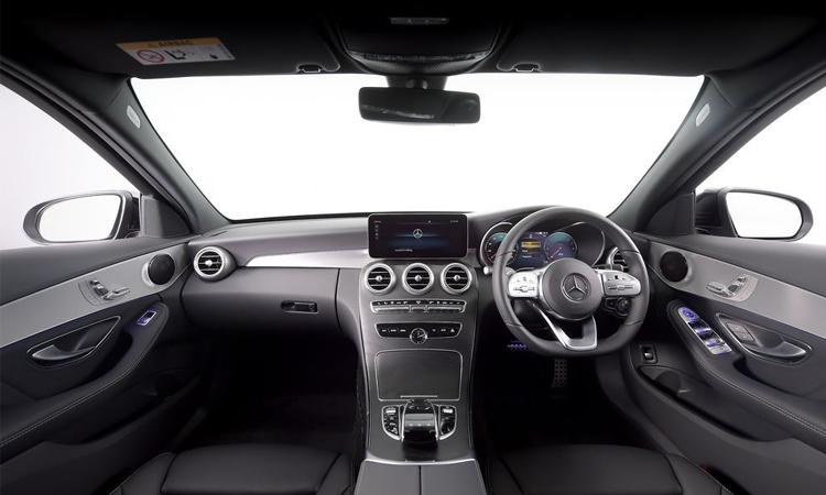 ภายใน Mercedes-Benz C 300 e AMG Sport