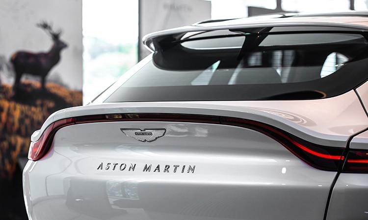 ท้าย Aston Martin DBX