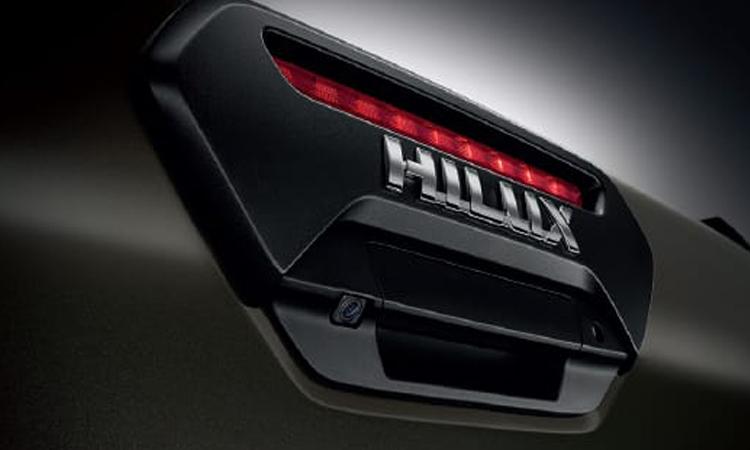 กล้องมองหลังตรงโลโก้ Toyota Hilux REVO ROCCO
