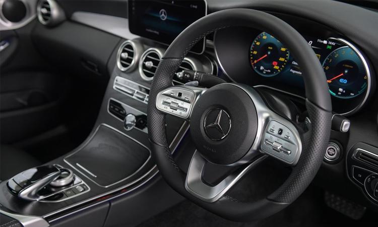 พวงมาลัย Mercedes-Benz C 300 e AMG Sport