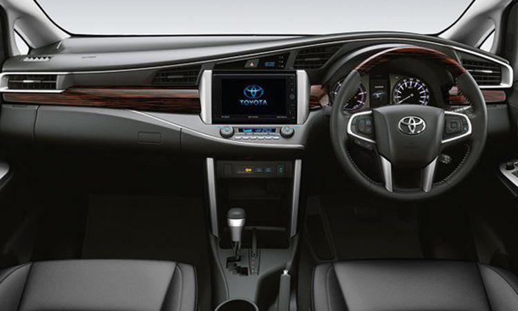 ภายใน Toyota Innova Crysta