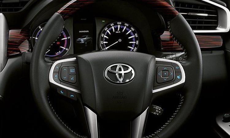 พวงมาลัย Toyota Innova Crysta