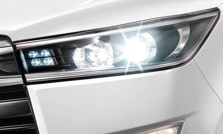 ไฟหน้า Toyota Innova Christa
