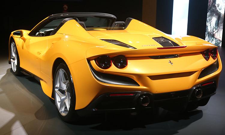 ท้าย Ferrari F8 Spider