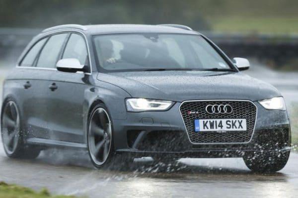 ทริกการดูแลรถยนต์ ในหน้าฝน
