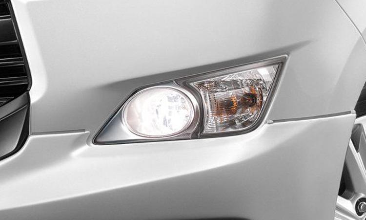 ไฟตัดหมอก Toyota Innova Christa