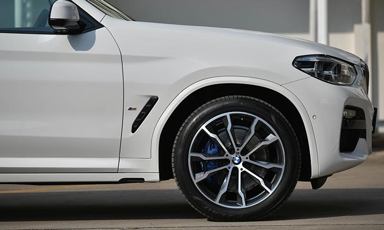 ซุ้มล้อ BMW X3 xDrive30e M Sport