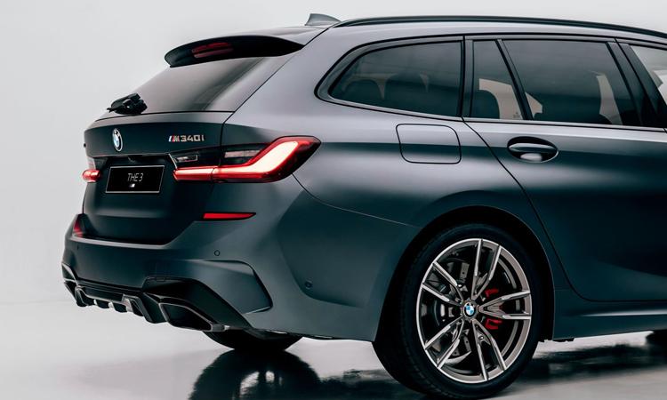 ด้านหลัง BMW M340i xDrive Touring First Edition