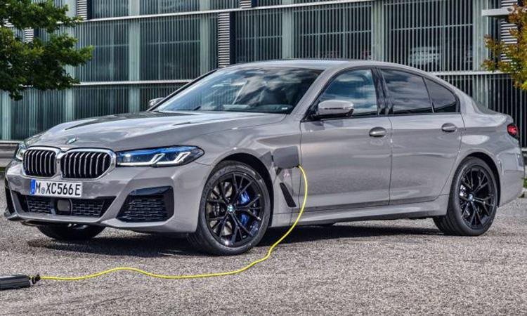 BMW 545e 2020 ปลั๊กอินไฮบริด เครื่องเบนซินเทอร์โบ 6 สูบ