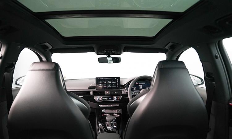ห้องโดยสาร Audi A4 Avant 45 TFSI quattro S-Line Black Edition