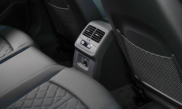 ช่องแอร์ด้านหลัง Audi A4 Avant 45 TFSI quattro S-Line Black Edition