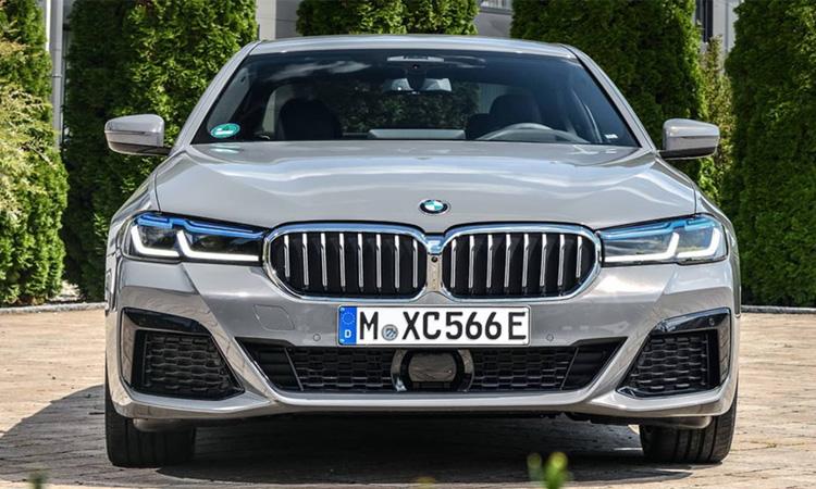 กระจังหน้า BMW 545e