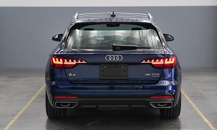 ท้าย Audi A4 Avant 45 TFSI quattro S-Line Black Edition