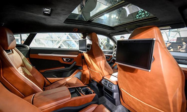 ห้องโดยสาร Lamborghini Urus