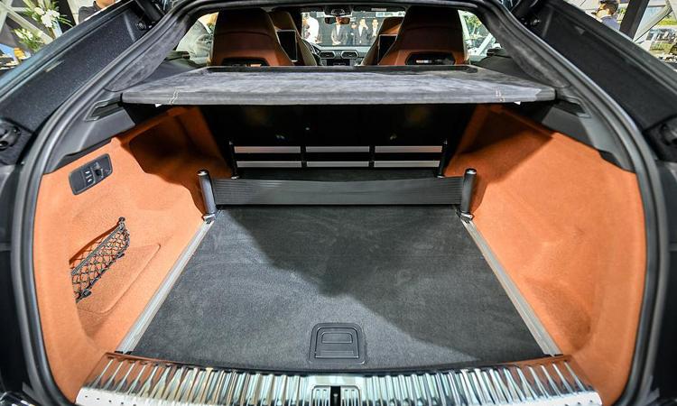 เก็บของด้านท้าย Lamborghini Urus